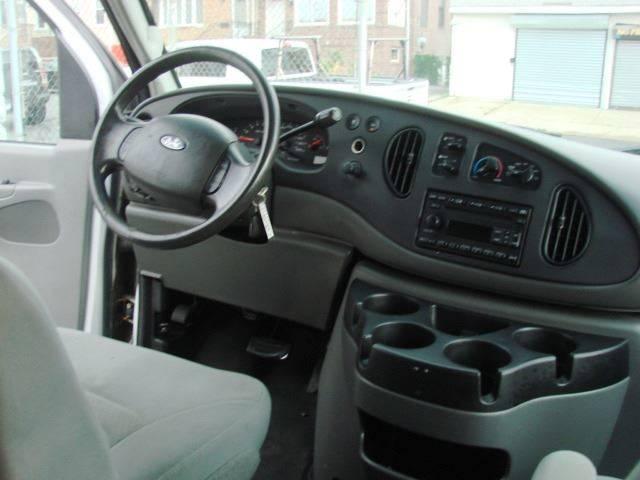 2008 Ford E-Series Wagon E-350 SD XLT 3dr Passenger Van In