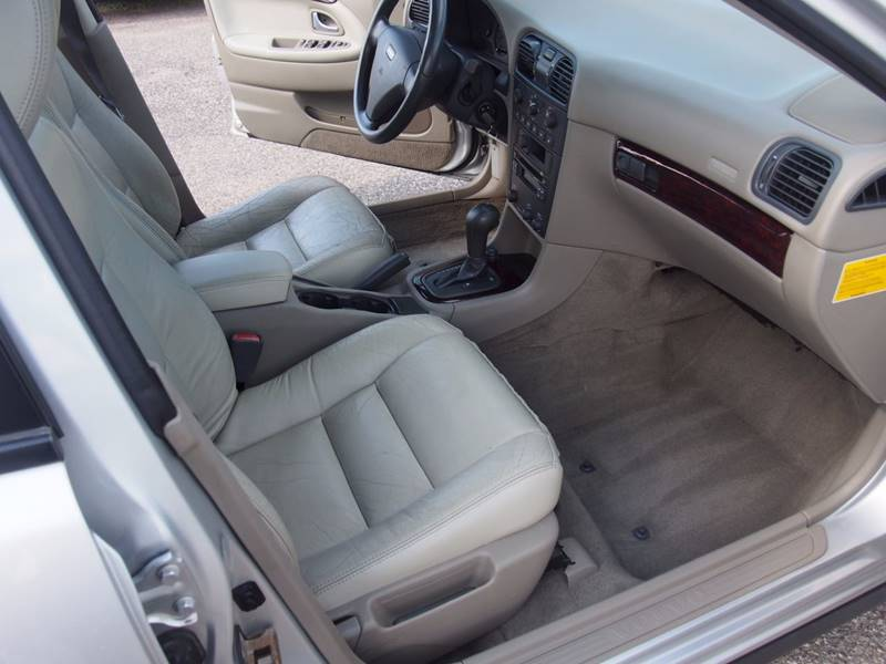 2004 Volvo S40 for sale at Quinn Motors in Shakopee MN