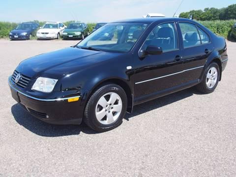 2004 Volkswagen Jetta for sale at Quinn Motors in Shakopee MN