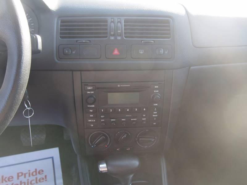 2003 Volkswagen Jetta for sale at Quinn Motors in Shakopee MN