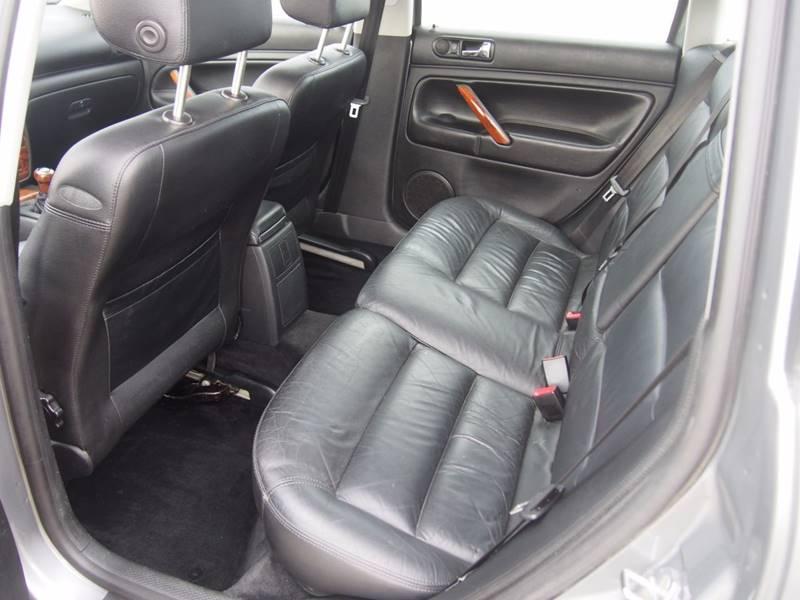 2002 Volkswagen Passat for sale at Quinn Motors in Shakopee MN