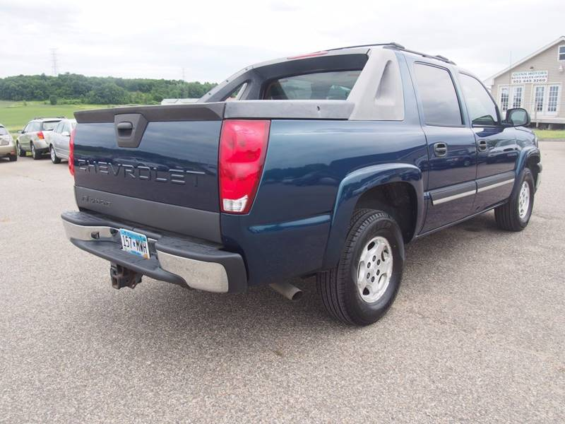 2005 Chevrolet Avalanche for sale at Quinn Motors in Shakopee MN