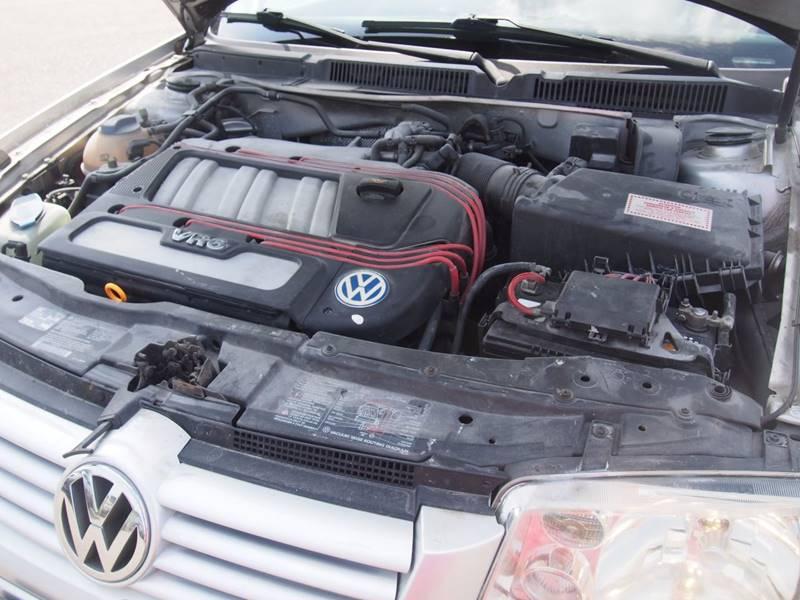 2001 Volkswagen Jetta for sale at Quinn Motors in Shakopee MN