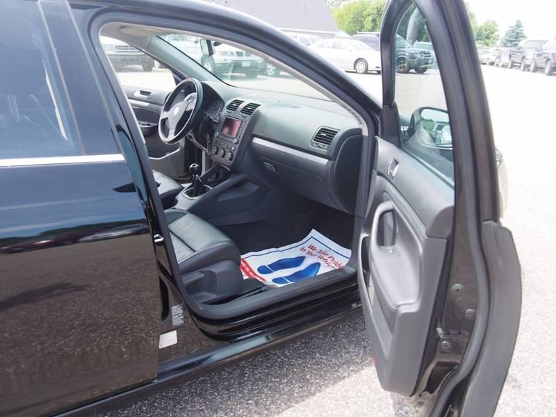 2006 Volkswagen Jetta for sale at Quinn Motors in Shakopee MN
