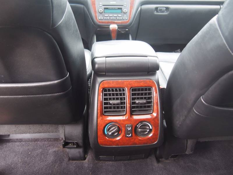 2005 Acura MDX for sale at Quinn Motors in Shakopee MN