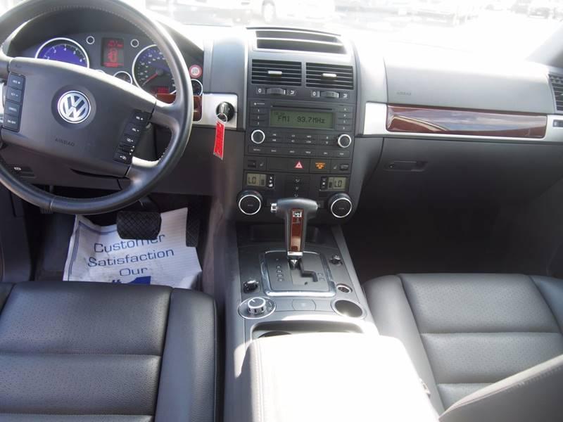 2005 Volkswagen Touareg for sale at Quinn Motors in Shakopee MN