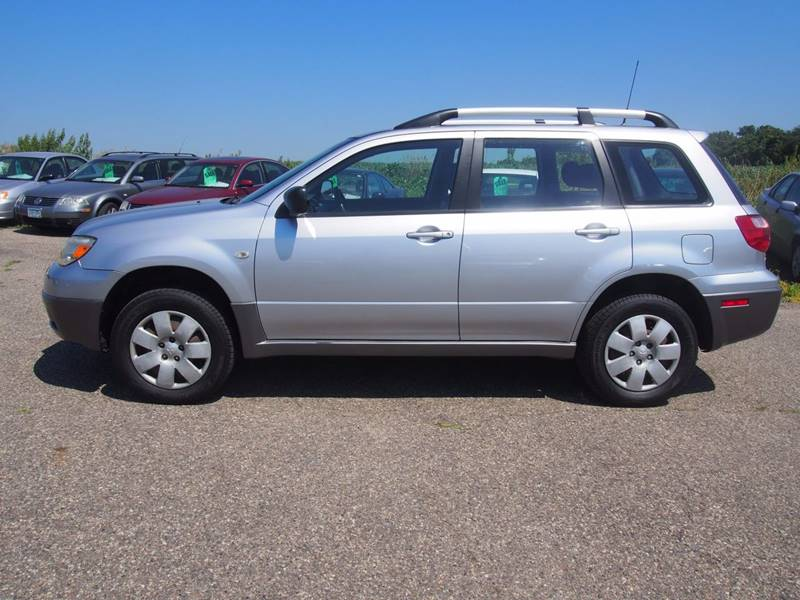 2006 Mitsubishi Outlander for sale at Quinn Motors in Shakopee MN