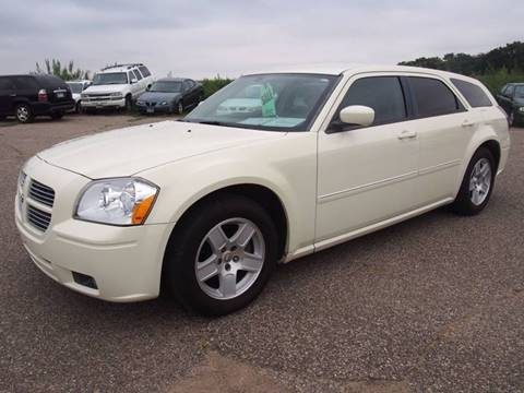 2005 Dodge Magnum for sale at Quinn Motors in Shakopee MN