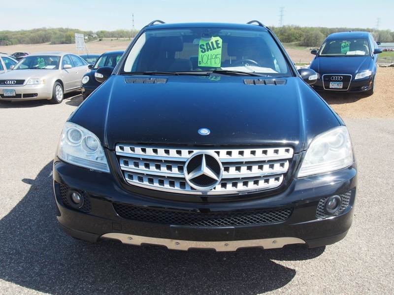 2006 Mercedes-Benz M-Class for sale at Quinn Motors in Shakopee MN