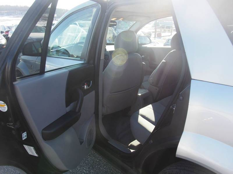 2005 Saturn Vue for sale at Quinn Motors in Shakopee MN