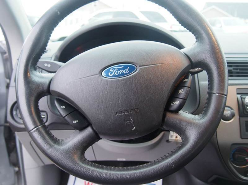 2007 Ford Focus for sale at Quinn Motors in Shakopee MN