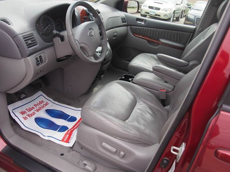 2004 Toyota Sienna for sale at Quinn Motors in Shakopee MN