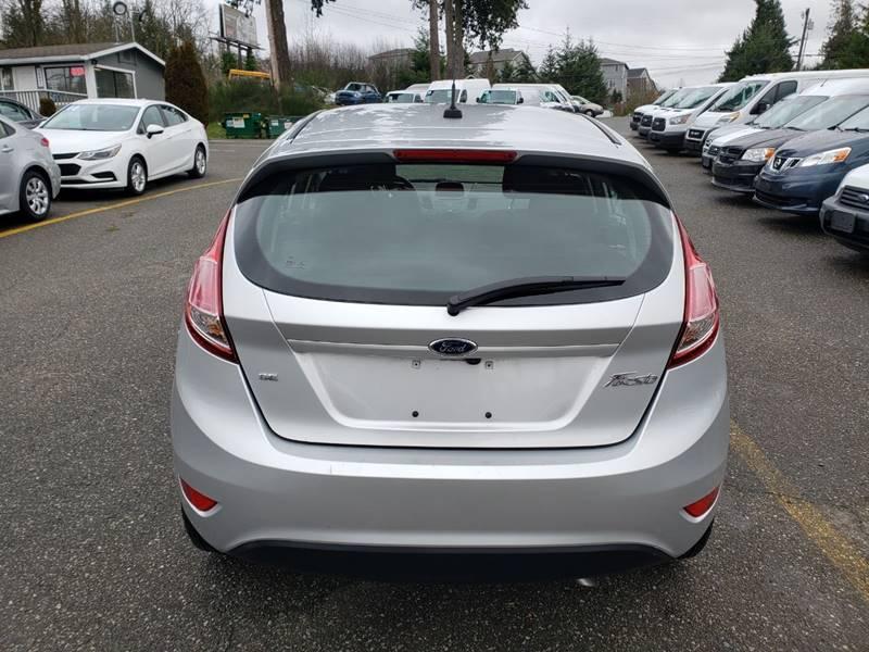 2019 Ford Fiesta SE (image 4)
