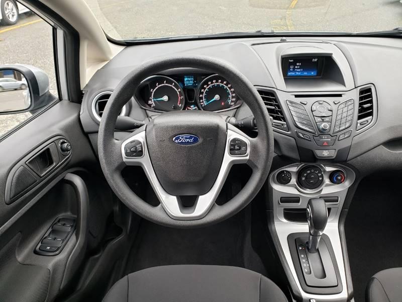2019 Ford Fiesta SE (image 11)