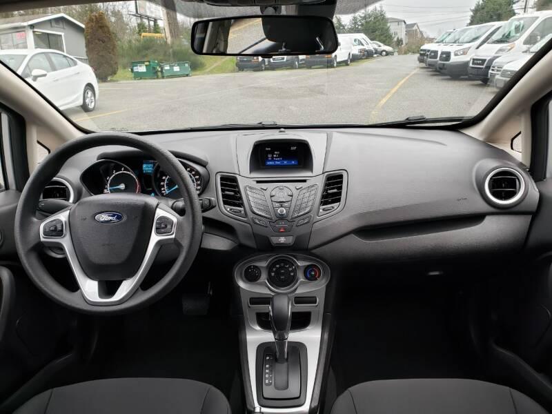 2019 Ford Fiesta SE (image 12)