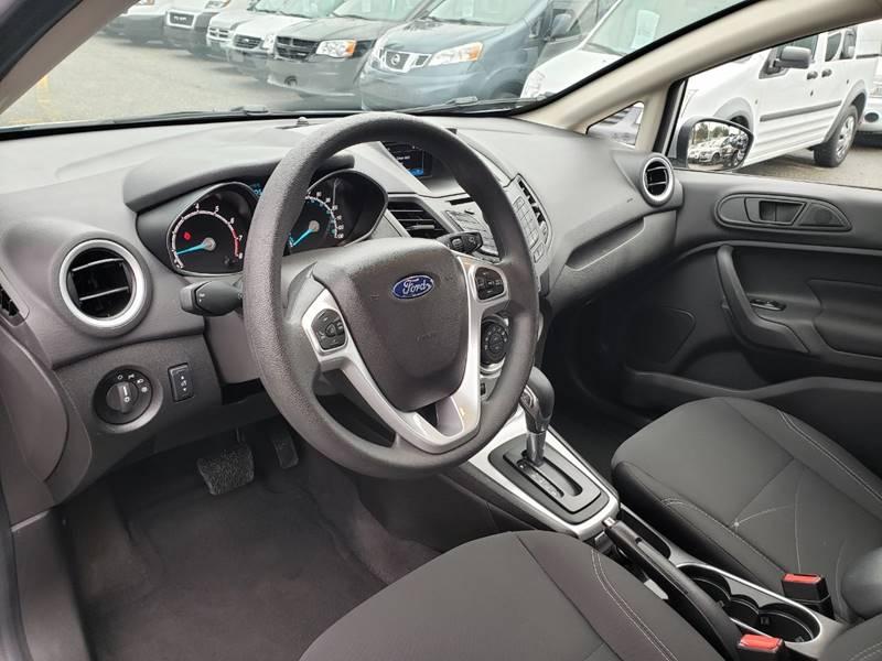 2019 Ford Fiesta SE (image 13)
