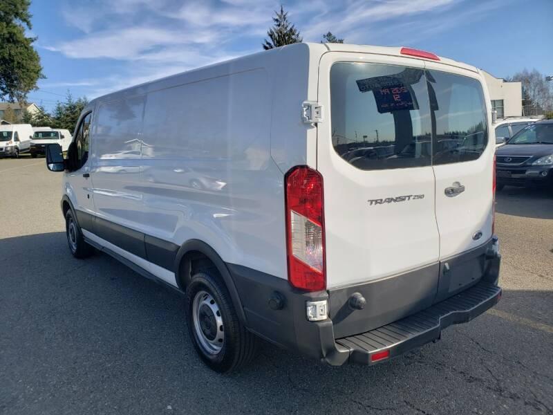 2018 Ford Transit Cargo 250 (image 4)