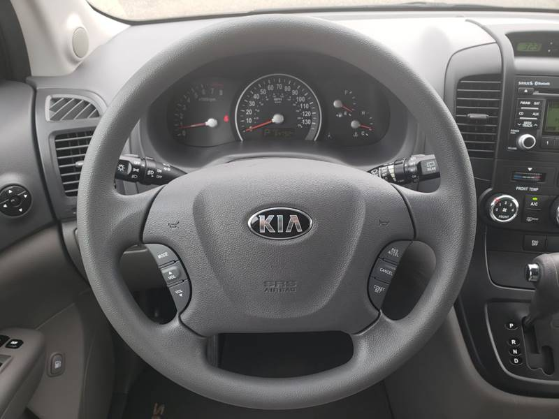 2014 Kia Sedona LX (image 11)
