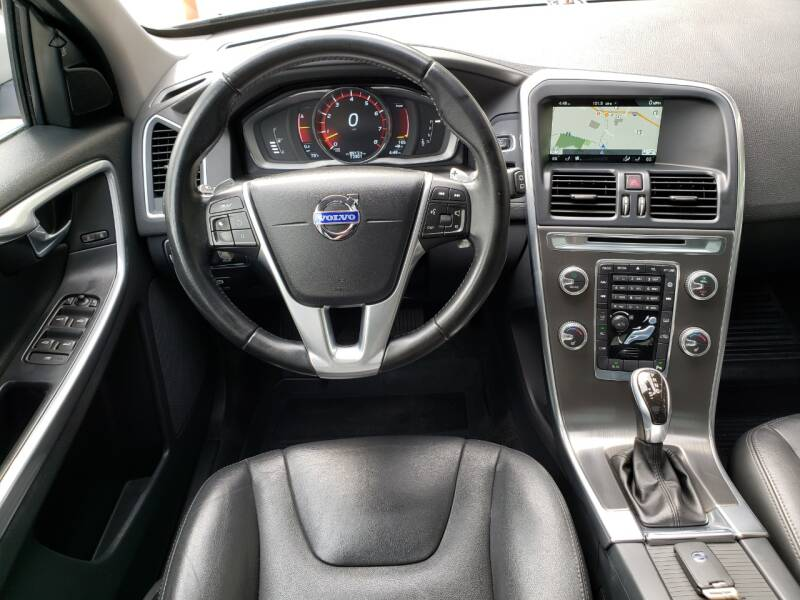 2015 Volvo XC60 AWD T6 4dr SUV (midyear release) - Kirkland WA