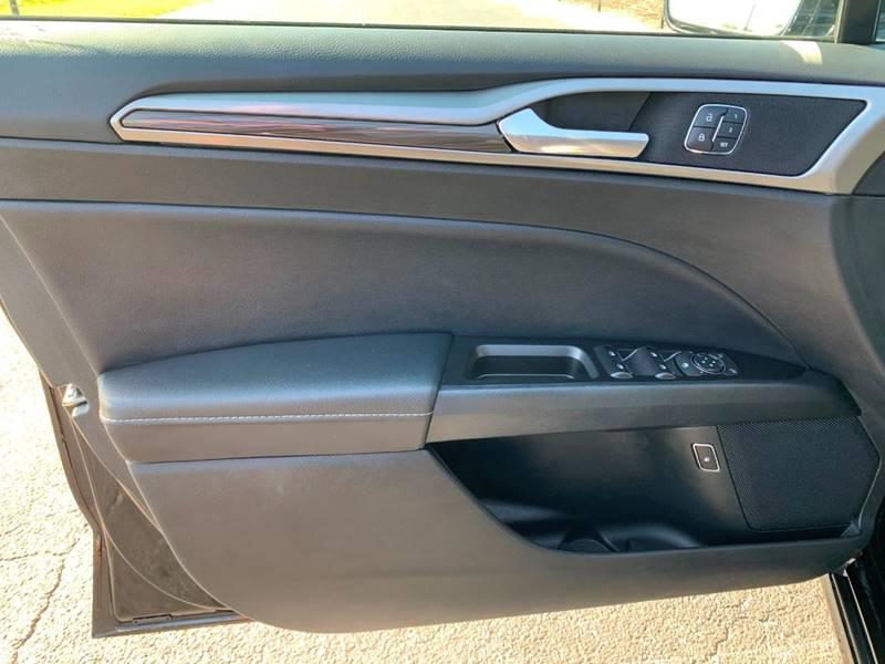 2017 Ford Fusion Energi SE Luxury (image 9)
