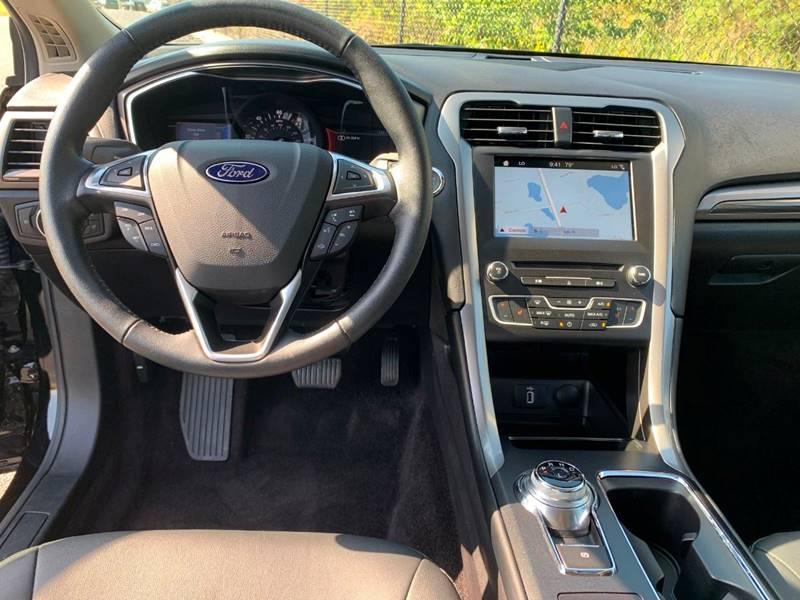 2017 Ford Fusion Energi SE Luxury (image 13)