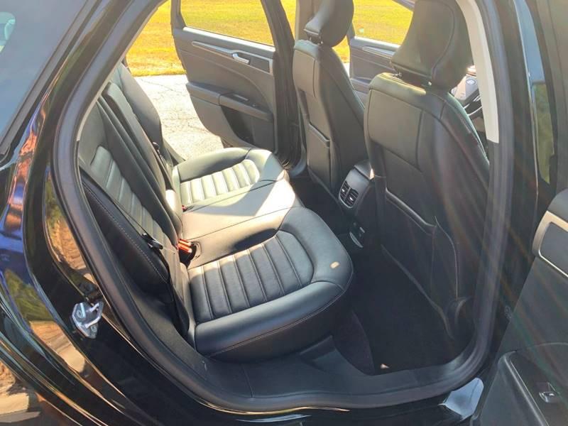 2017 Ford Fusion Energi SE Luxury (image 22)