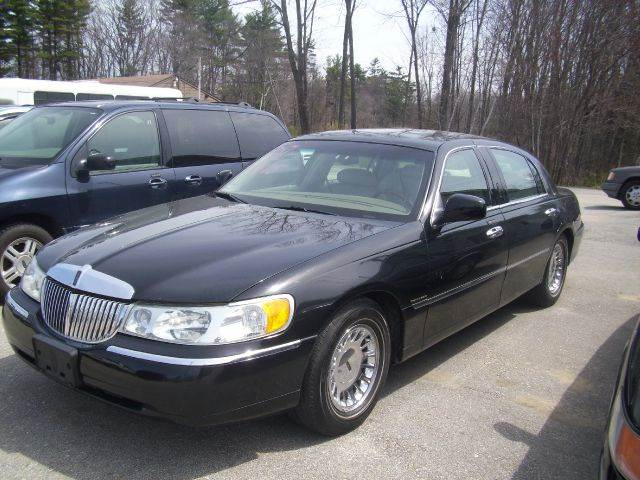 2001 Lincoln Town Car for sale at Chris Nacos Auto Sales in Derry NH