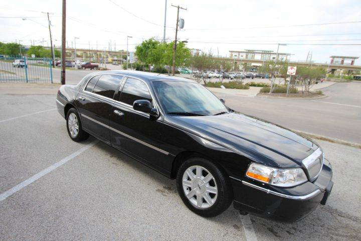 2011 Lincoln Town Car Executive L 4dr Sedan In George S Crown