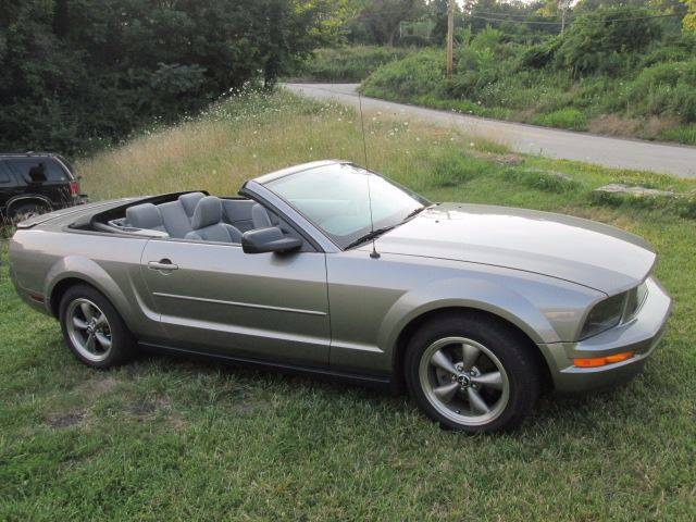 2008 Ford Mustang V6 Premium 2dr Convertible - Penn Hills PA