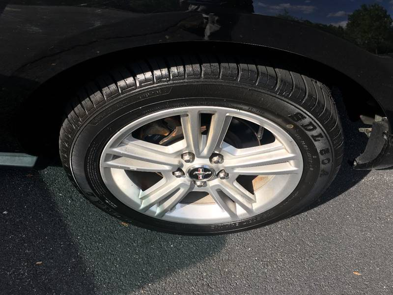 2008 Ford Mustang V6 Deluxe 2dr Coupe - Charlottesville VA