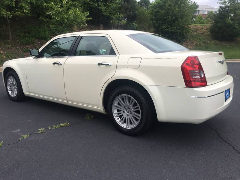 2010 Chrysler 300 Touring 4dr Sedan w/23E - Charlottesville VA