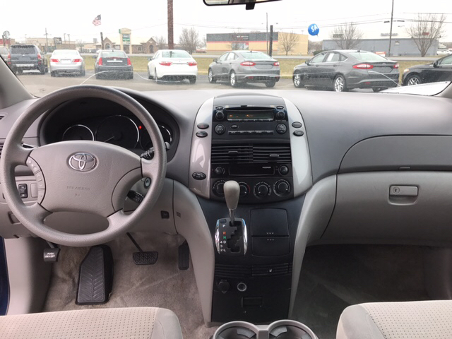 2007 Toyota Sienna LE 7-Passenger 4dr Mini Van - Franklin IN