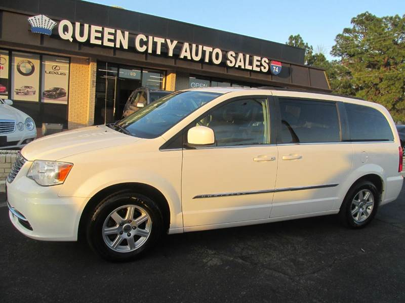 2011 Chrysler Town and Country Touring 4dr Mini-Van - Charlotte NC