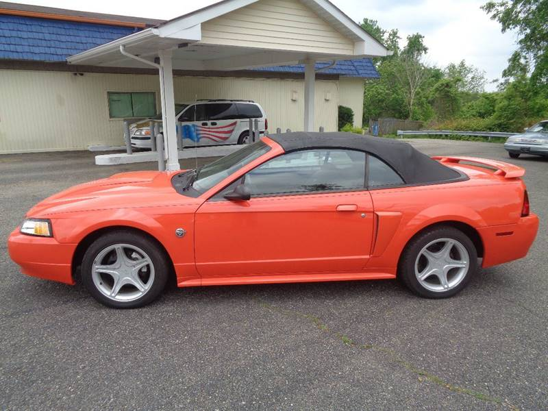 2004 Ford Mustang GT Deluxe 2dr Convertible - Dillonvale OH