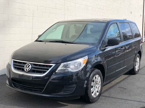 2011 Volkswagen Routan for sale at MAGIC AUTO SALES in Little Ferry NJ
