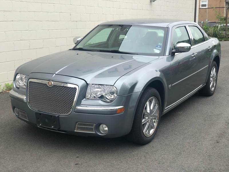 2007 Chrysler 300 for sale at MAGIC AUTO SALES in Little Ferry NJ