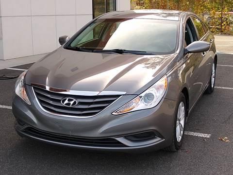 2013 Hyundai Sonata for sale at MAGIC AUTO SALES in Little Ferry NJ