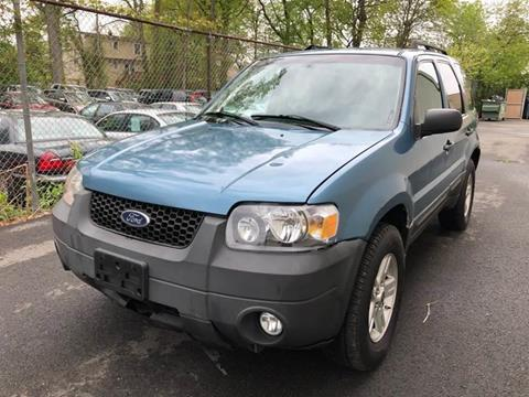 2007 Ford Escape Hybrid for sale at MAGIC AUTO SALES in Little Ferry NJ