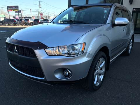 2010 Mitsubishi Outlander for sale at MAGIC AUTO SALES in Little Ferry NJ