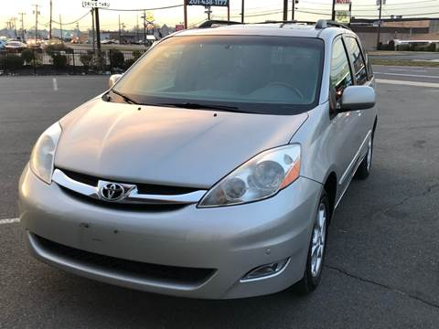 2006 Toyota Sienna for sale at MAGIC AUTO SALES in Little Ferry NJ