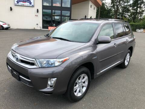 2013 Toyota Highlander Hybrid for sale at MAGIC AUTO SALES in Little Ferry NJ
