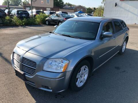 2007 Dodge Magnum for sale at MAGIC AUTO SALES in Little Ferry NJ