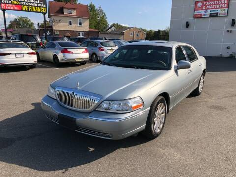 2006 Lincoln Town Car for sale at MAGIC AUTO SALES in Little Ferry NJ