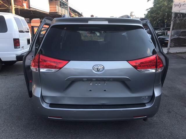 2014 Toyota Sienna XLE 7-Passenger Auto Access Seat 4dr Mini-Van - Lakewood NJ