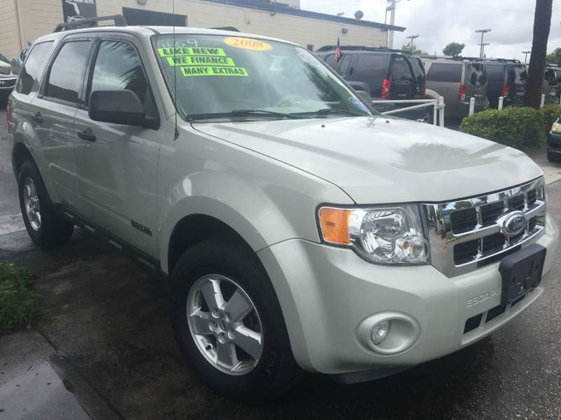 2008 FORD ESCAPE XLT 4DR SUV I4 whithe it is a family size car  we finance 995 down it is a 3r