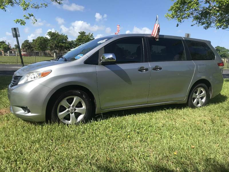 2011 TOYOTA SIENNA LIMITED 7 PASSENGER AWD 4DR MINI silve 2011 toyota sienna le xle this vehicle