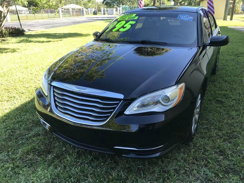 2013 CHRYSLER 200 LIMITED 4DR SEDAN black 2013 chrysler 200 sport this vehicle is extermely clean