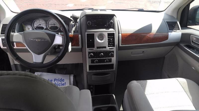 2009 Chrysler Town and Country Touring Mini-Van 4dr - Detroit MI