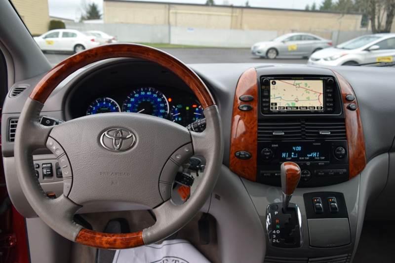 1042949933 - 2010 Toyota Sienna Limited