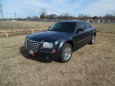 2007 Chrysler 300 for sale at LA PULGA DE AUTOS in Dallas TX